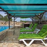 Villa Metacasa - ligbedden bij zwembad
